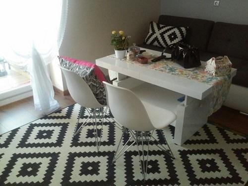 Elegancki salon z ławostołem Aversa biały połysk