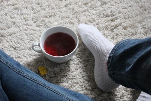 Jak wyczyścić dywan domowym sposobem z herbaty, kawy i wina