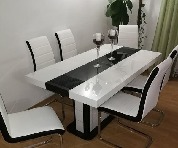Nowoczesna jadalnia ze stołem Pianosa na wysoki połysk autorstwa pana Roberta