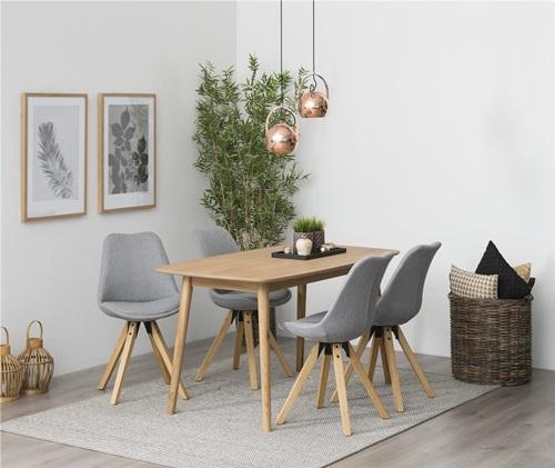 Wnętrza w stylu klasycznym jadalnia z krzesłami Dima