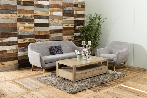 Wnętrza w stylu klasycznym z elegancką sofą Elly