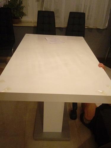 Montaż blatu w stole do salonu Linosa 2