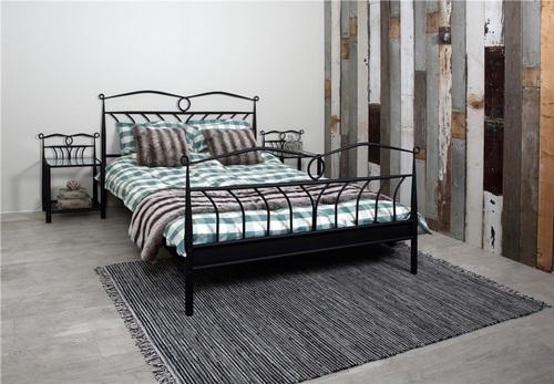 Actona Line ozdobne czarne łóżko 140x200cm z szafką nocną
