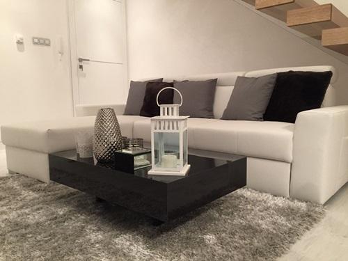 Salon w stylu glamour ze stolikiem Pixel X