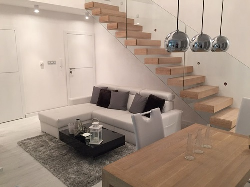 Aranżacja salonu w stylu glamour ze stolikiem Pixel X