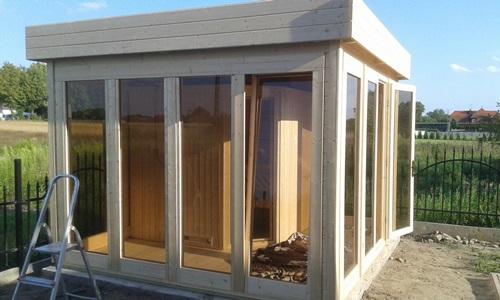 budowa domku ogrodowego z drewna