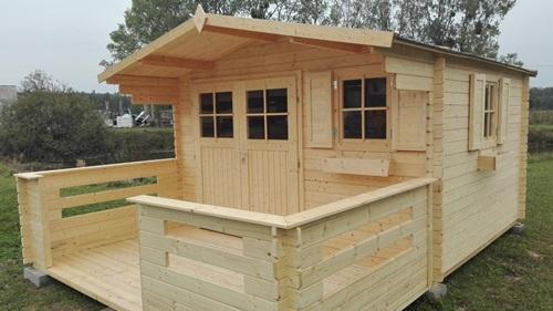 jak zrobic drewniany domek ogrodowy Powojnik 366x316