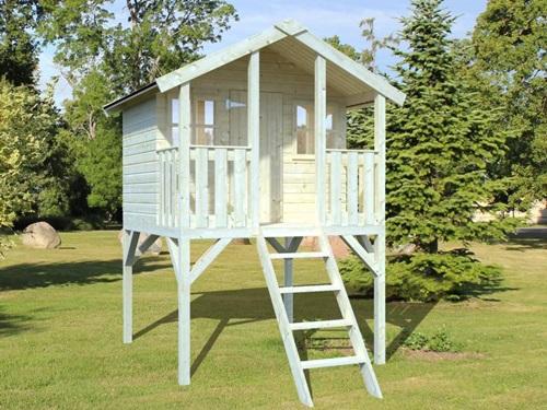 Domek ogrodowy dla dzieci na słupach Ola