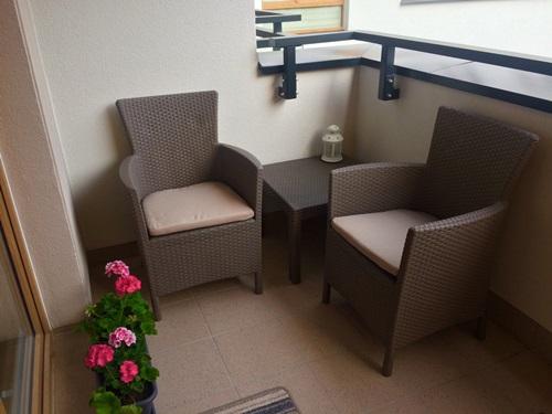 meble na balkon przegl d mo liwo ci porady. Black Bedroom Furniture Sets. Home Design Ideas