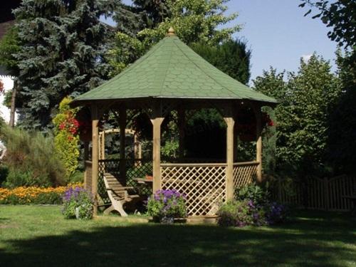 Altana ogrodowa z kratką