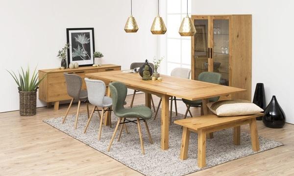 Kolorowe krzesła do jadalni w nowoczesnych aranżacjach