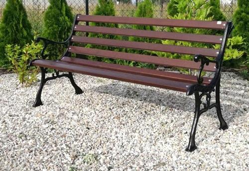 domowe sposoby pielęgnacji drewnianych mebli ogrodowych