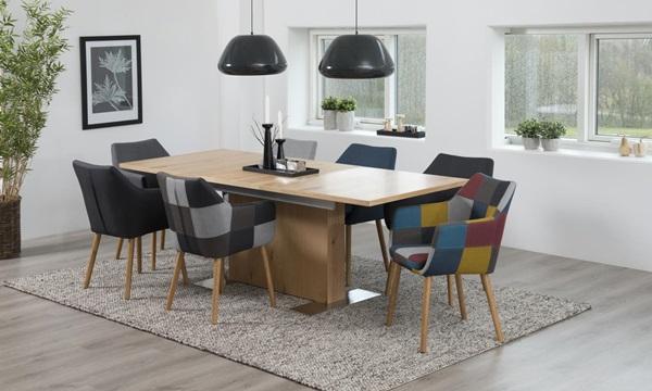 Kolorowe krzesła do jadalni w industrialnych aranżacjach
