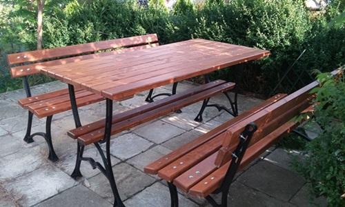 zestaw drewnianych mebli do ogrodu