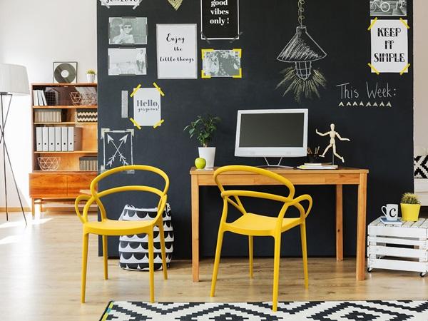Kolorowe krzesła designerskie - sposób na stylową jadalnię