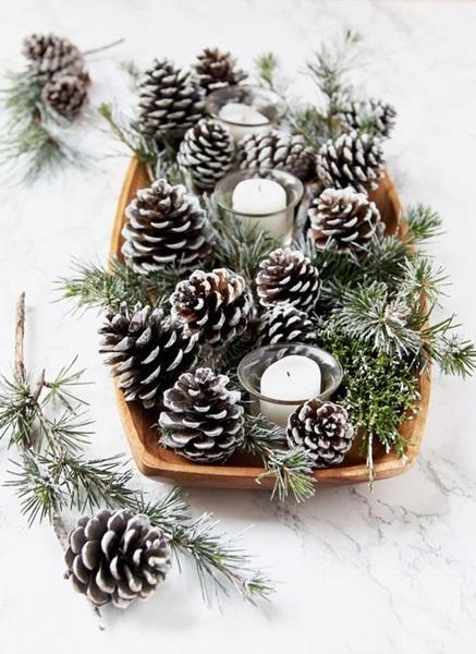 Stroik świąteczny z szyszek