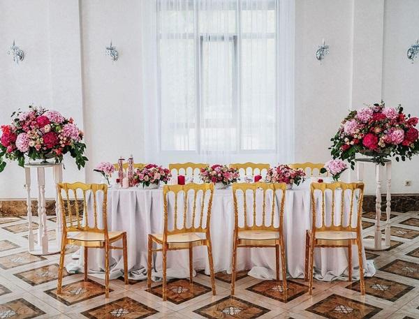 Przezroczyste krzesła do jadalni i salonu