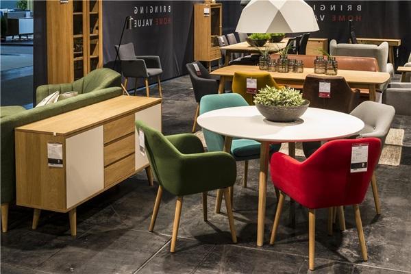 Krzesła do jadalni i salonu tapicerowane