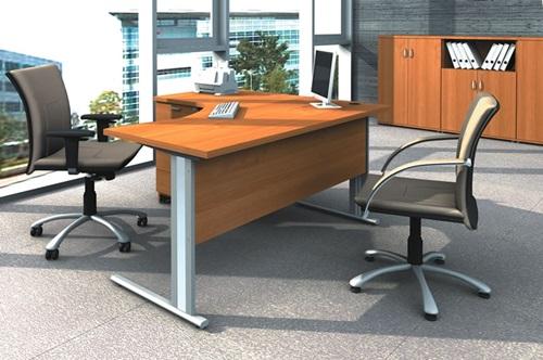 Biurka do biur z krzesłami obrotowymi