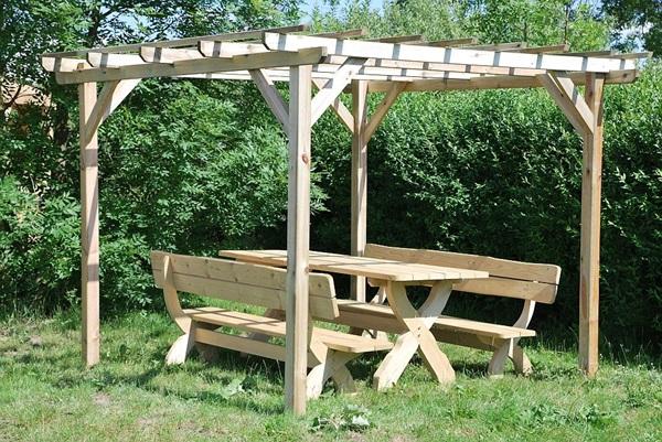 pergola drewniana cena około 1 tys.