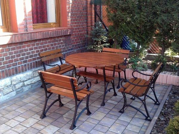 stół ogrodowy okrągły drewniany