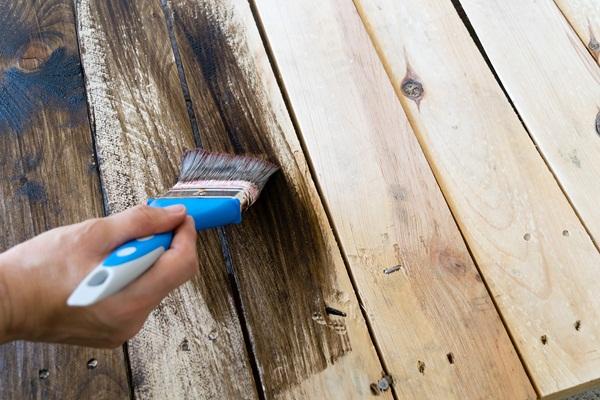 malowanie mebli ogrodowych drewnianych