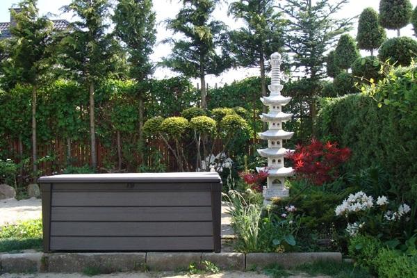 plastikowa skrzynka ogrodowa