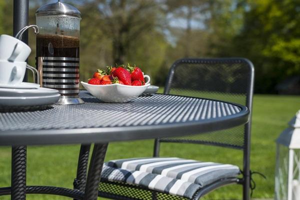 stół okrągły ogrodowy