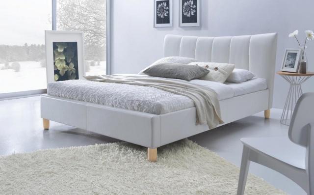 łóżko drewniane z tapicerowanym wezgłowiem