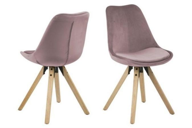 kolorowe krzesła do salonu