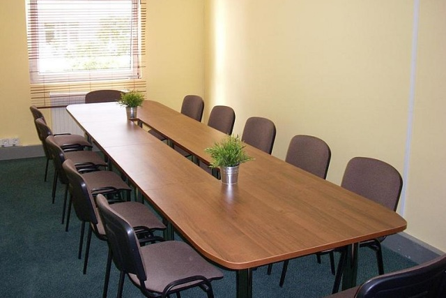 stół do jadalni rozkładany na 16 osób